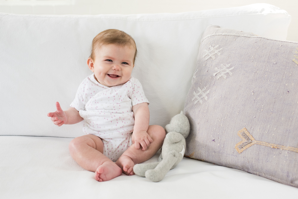 BAMBO-NATURE-BABY-ON-SOFA-0380_original